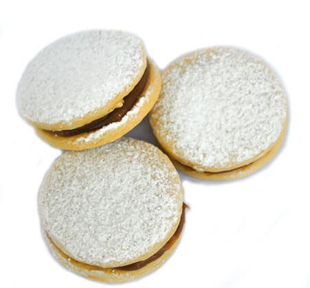 doces padronizados cobertos com açúcar