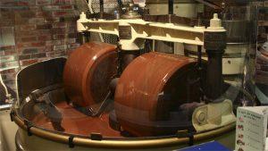 máquina melanger fazendo chocolate