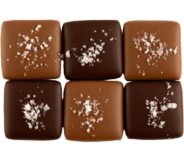 trufas de chocolate quadradas cobertas com flor de sal