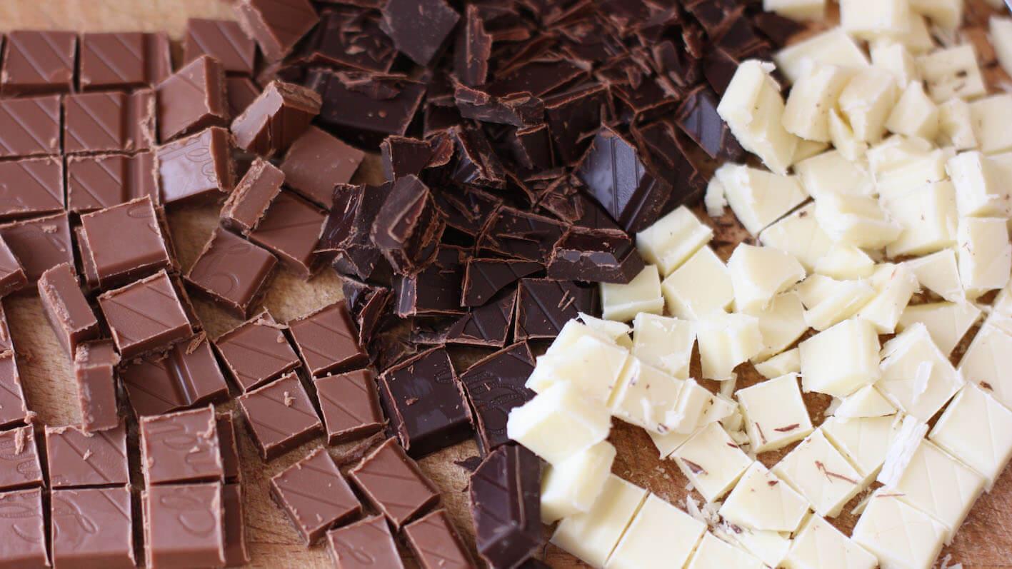 chocolate de leche, amargo y blanco